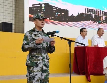 军训教官代表王军发言