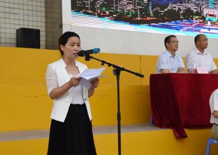 教师代表公共卫生学院黄月娥教授发言