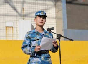军训教官代表王本初发言