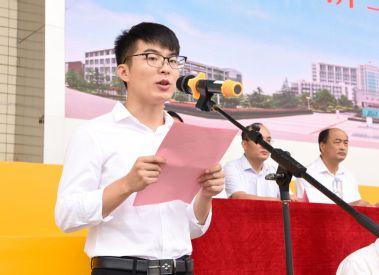 老生代表、临床医学专业殷诺铭发言